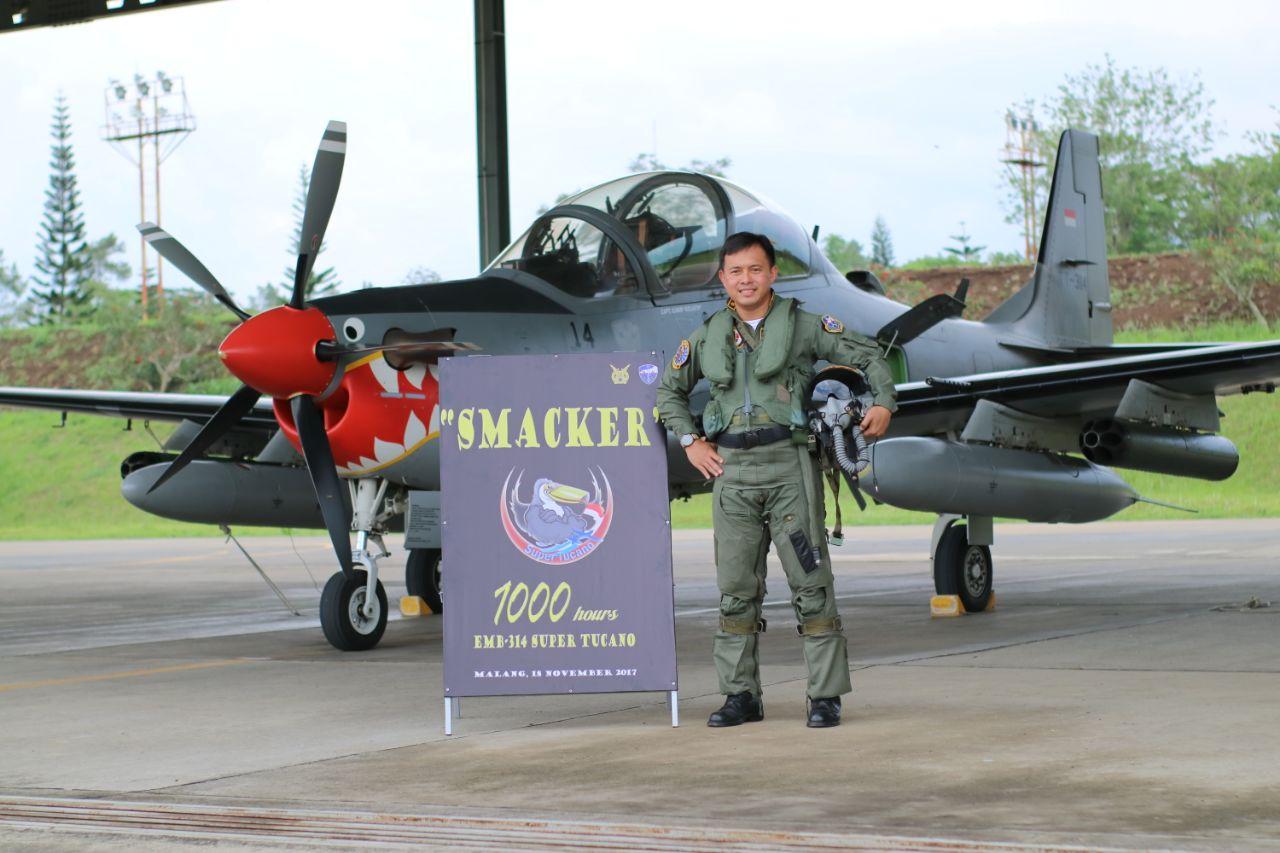 """Hery """"Smacker"""" Setiawan Capai 1.000 Jam Terbang di Super Tucano"""
