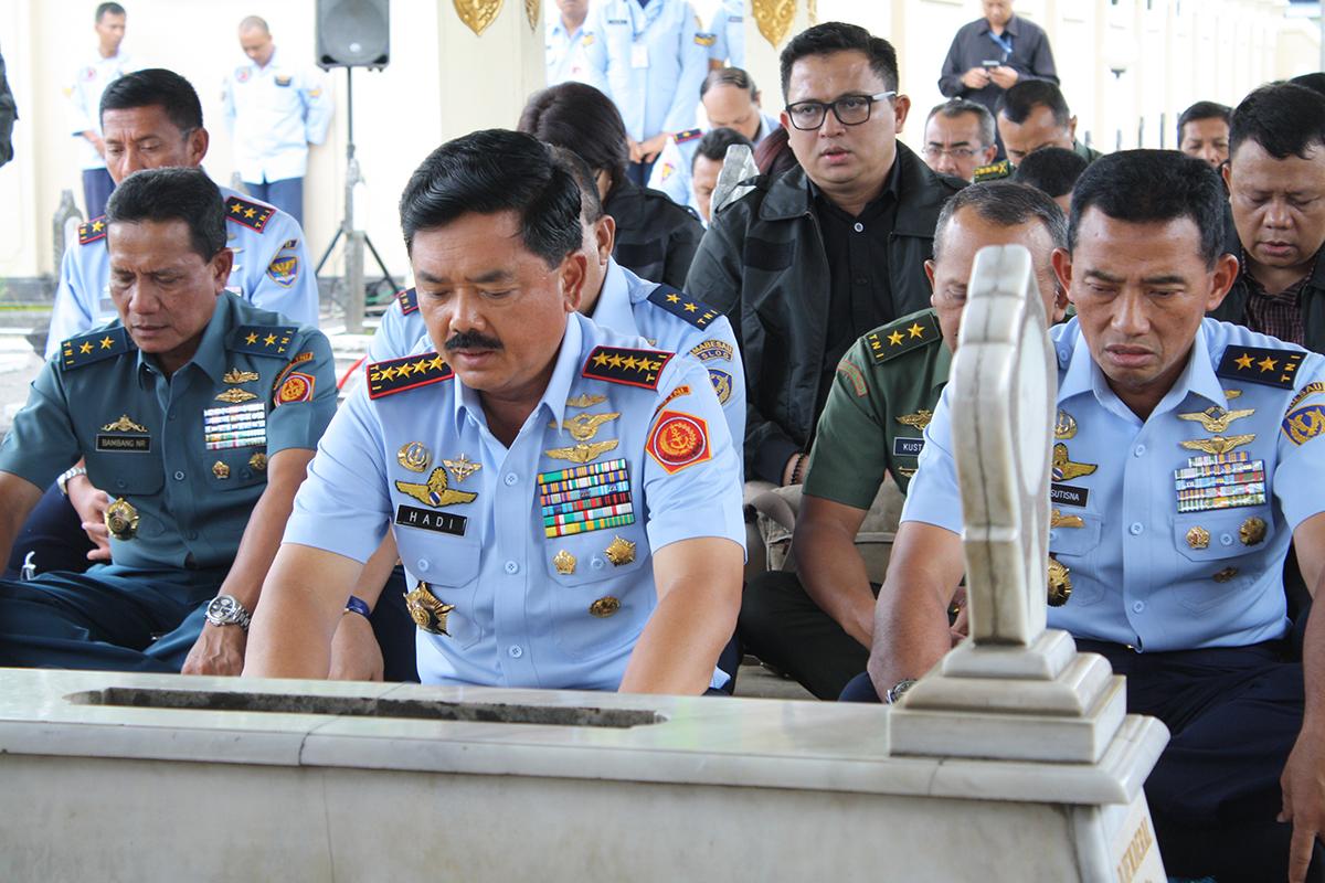 Awali Tugas Sebagai Panglima TNI, Marsekal Hadi Ziarah ke Makam Jenderal Soedirman