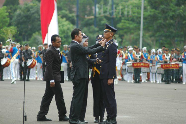Menpan RB Pimpin Wisuda 50 Penerbang Sayap Tetap STPI Angkatan 67 Gelombang II
