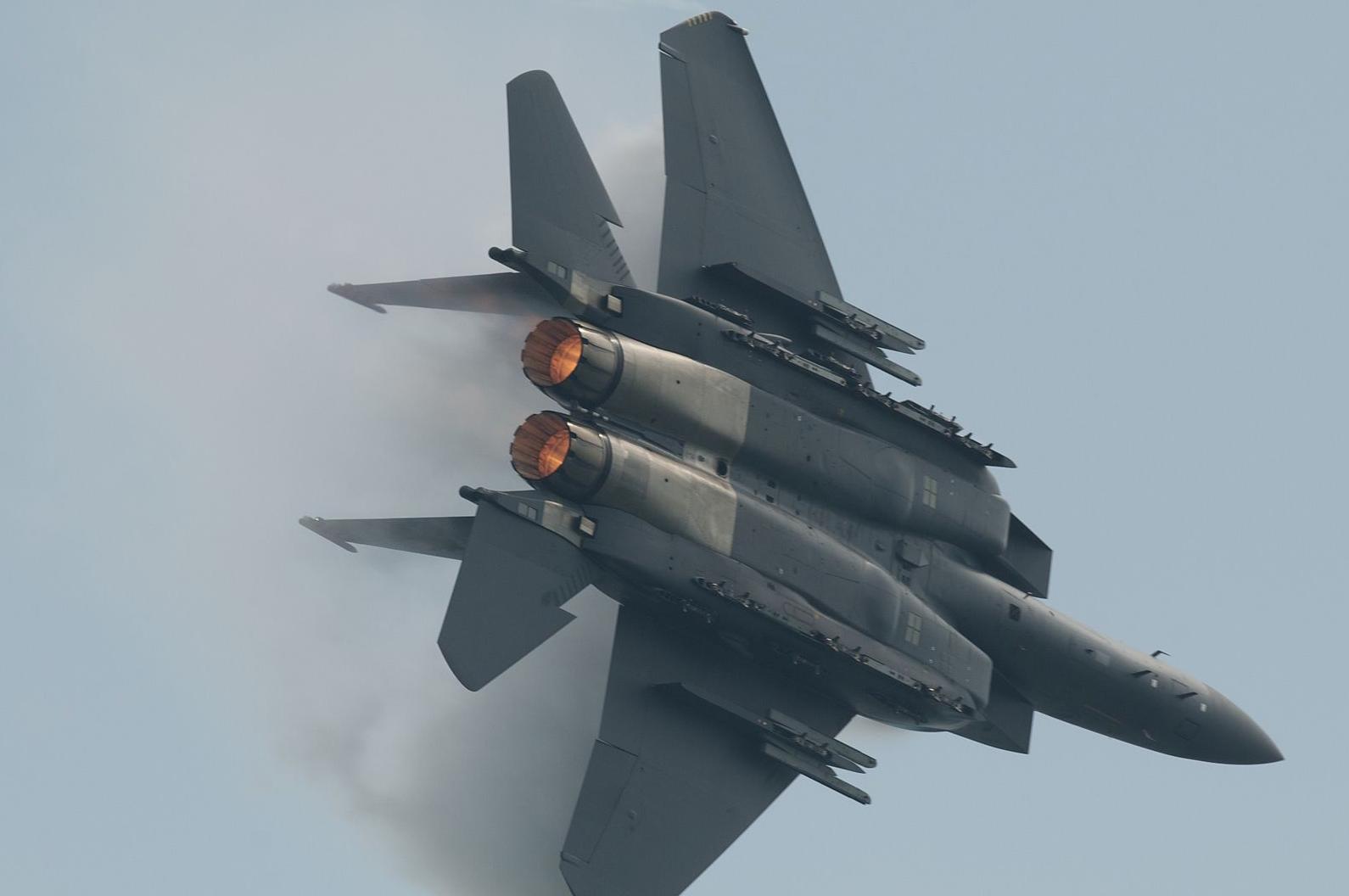 Hebat Mana: F-15SG atau Su-30MKM? Nilai Sendiri di Singapore Airshow 2018