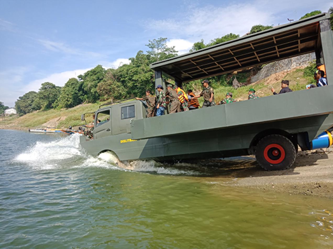 Miliki Daya Apung 22 Ton, Dislitbangad Siapkan Kendaraan Darat Air Multiguna untuk OMSP