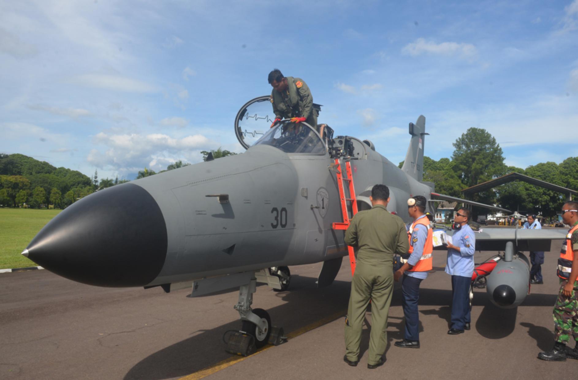 Setahun Enam Bulan Jalani Perawatan Besar, Hawk Mk-209 TT-0230 Kembali ke Skadron