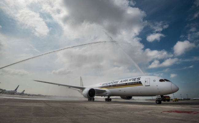 Unit Pesawat Perdana Boeing 787-10 Tiba di Bandara Changi