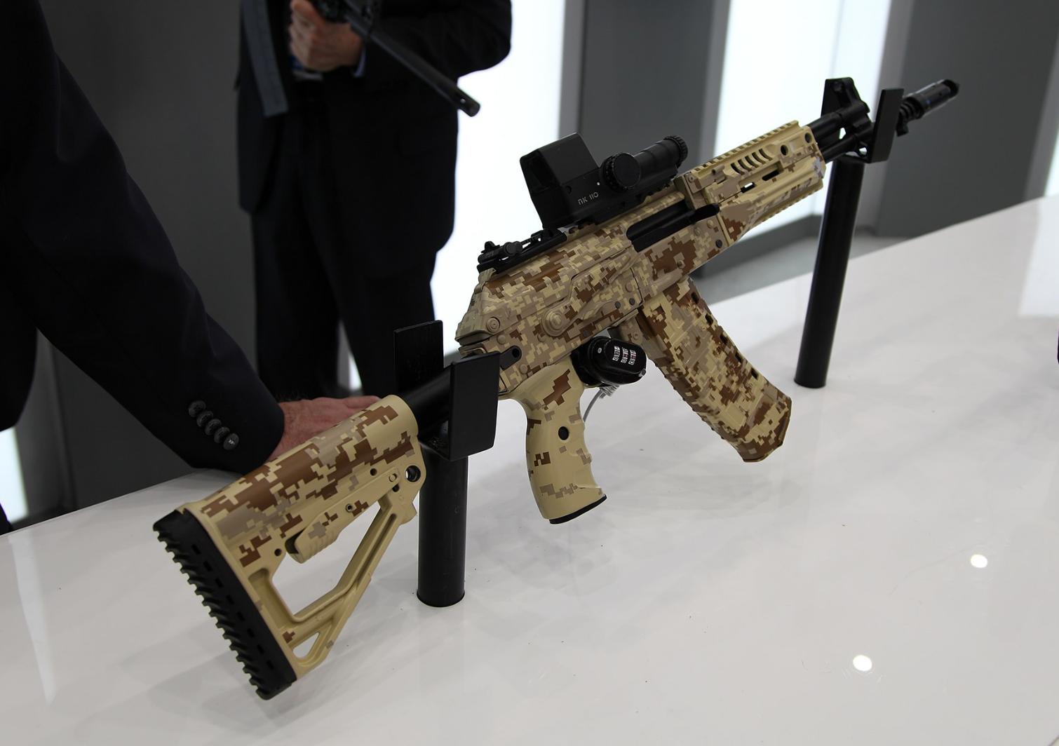 Senapan Serbu Lama di Militer Rusia Akan Digantikan oleh AK-12 dan AK-15