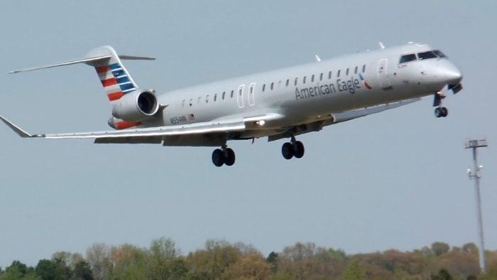 American Airlines Beli 15 CRJ900 dan 15 E175