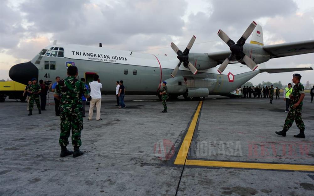 Setelah B737, Kini Giliran C-130 Hercules Antar Api Asian Games ke Wilayah Timur