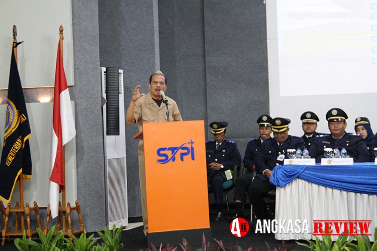 "Chappy Hakim di Upacara Yudisium STPI Curug: ""Air and Space is Our Future"""