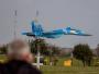 Sebelum Jatuh, Su-27UB Ukraina Demo Manuver Terbang Rendah di Atas Landasan