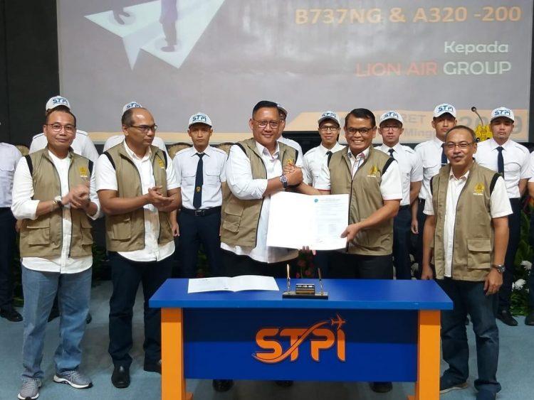 STPI Serahkan 20 Penerbang Hasil Didikan Type Rating B737 NG dan A320 kepada Lion Group