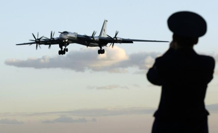 Pengebom Strategis Tu-95 Rusia Latihan Patroli Bersama dengan Pengebom H-6K China