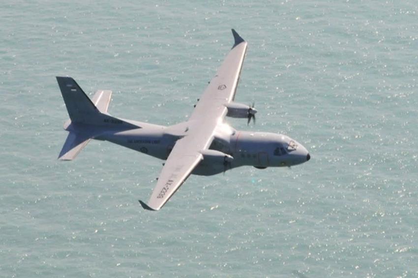 CN235 MPA TNI AL Dikerahkan dalam Pencarian Korban Tenggelamnya KM Pieces