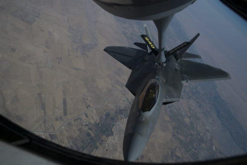 F-22 air refueling