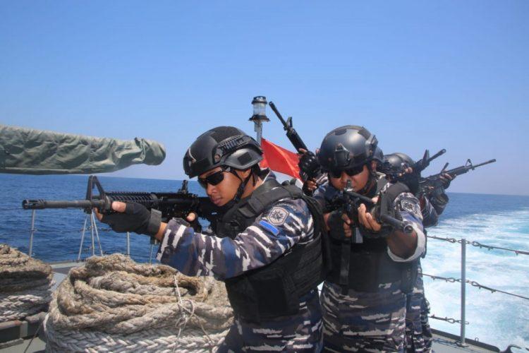 Menuju Kupang, Satgas Latma KRI Layang Laksanakan Latihan Pembebasan Kapal