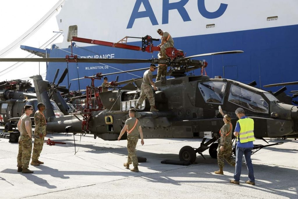 Heli-Apache-tiba-di-Pelabuhan-Volos_1