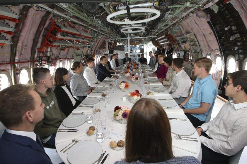 Macron_Merkel_A350_Lunch
