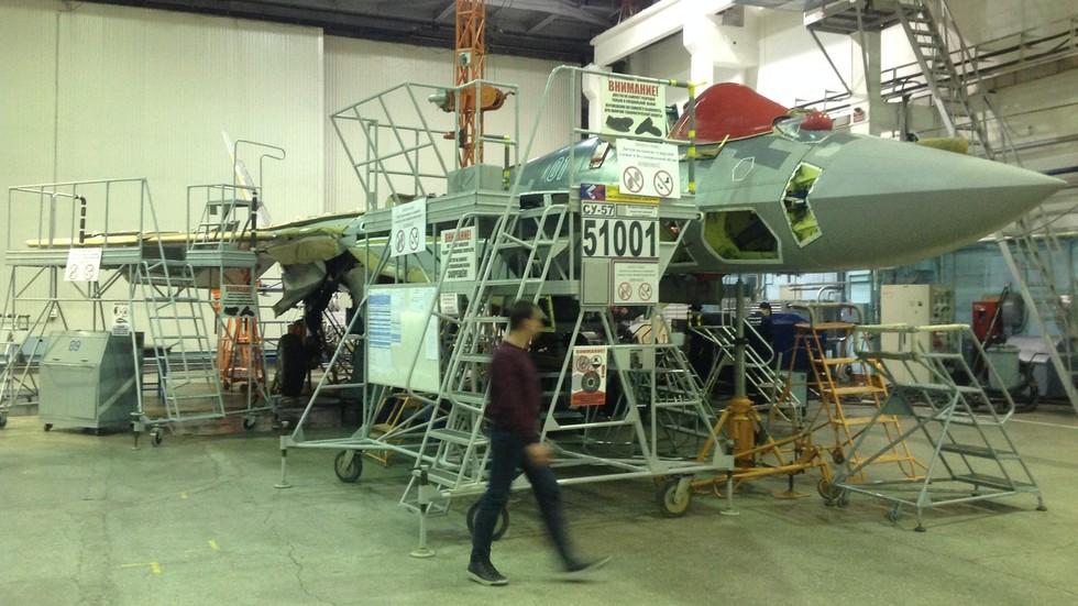 Televisi Kementerian Pertahanan Rusia Tayangkan Perakitan Su-57