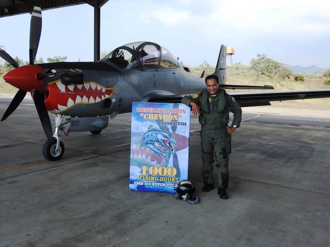 """Mayor Pnb Sandra """"Chevron"""" Barracuda Gunawan Capai 1.000 Jam Terbang di Super Tucano"""