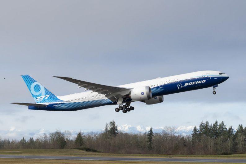Boeing 777X terbang perdana