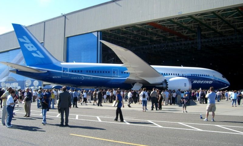 Boeing_787_Roll-out