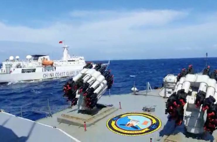 KRI Tjiptadi hadang kapal China Coas Guard_koarmada1