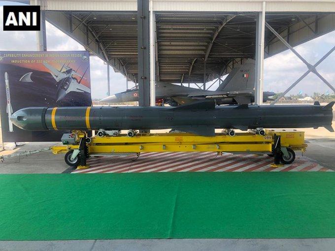 Skadron-222-dengan-Su-30MKI-dan-rudal-BrahMos