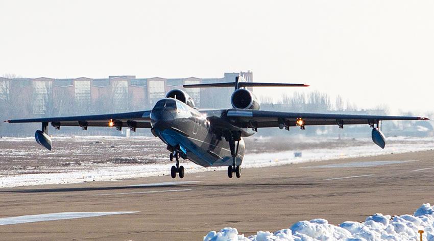 Pesawat amfibi Be-200ES pesanan AL Rusia terbang perdana