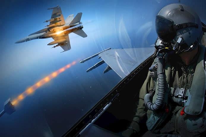 Pilot pesawat tempur, bolehkah bawa cemilan pas terbang?
