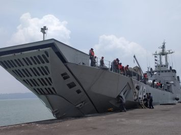 KRI Teluk Sangkurilang-542