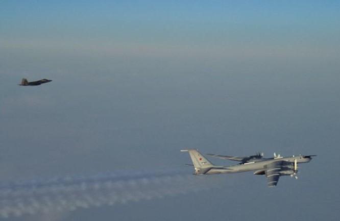 Tu-142 dan F-22