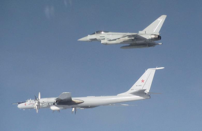 Typhoon cegat Tu-142