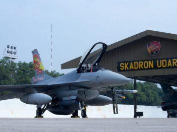 F-16 TS-1610_tni au