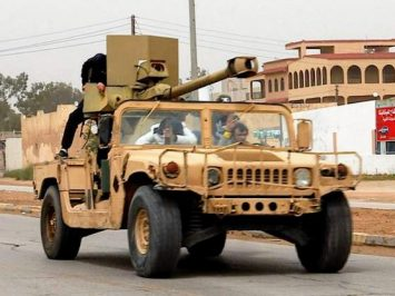 Humveee berkanon berat
