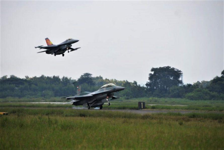 Terbang Solo F-16