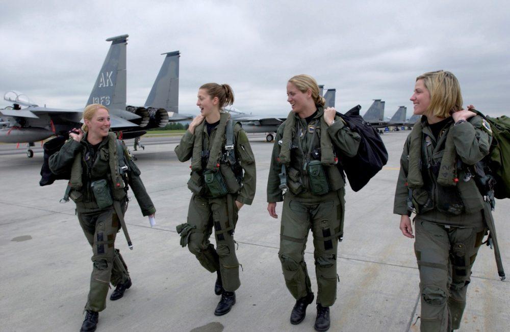 pilot tempur wanita USAF_F-15_Eagle_female_pilots,_3rd_Wing