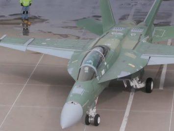 Jet tempur F/A-18 Block III Super Hornet telah mengudara perdana
