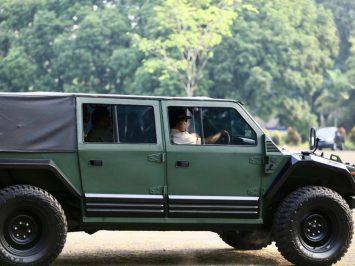 Menhan Prabowo jajal Maung, kendaraan taktis buatan Pindad