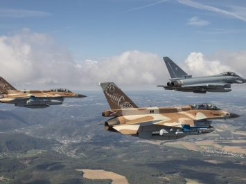 2 F-16D Barack dengan Eurofighter Typhoon Jerman