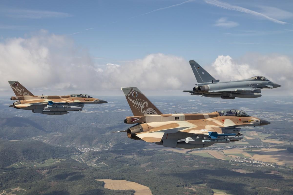 2 F-16D Barack dengan Eurofighter Typhoon Jerman