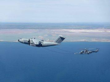 A400M lakukan pengisian bahan bakar terhadap H225M Caracal