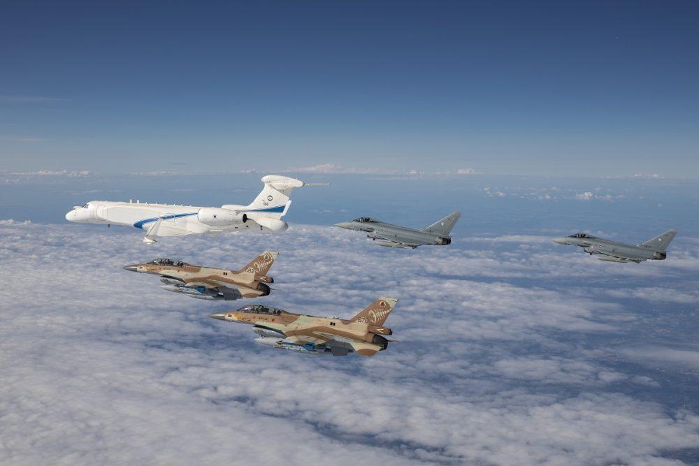 Flyby pesawat Israel dan Jerman di atas Dachao