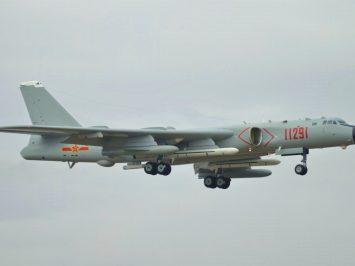 China unjuk pertama kali rupa pembom berat H-6J milik Angkatan Laut