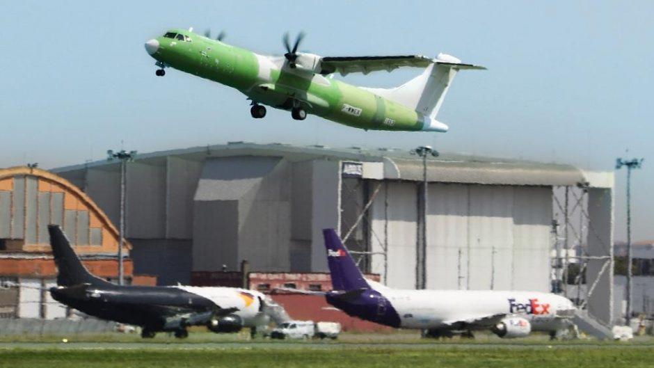 Pesawat angkut kargo regional ATR 72-600F terbang perdana