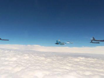 3 B-52 dikawal Su-27 ukraina