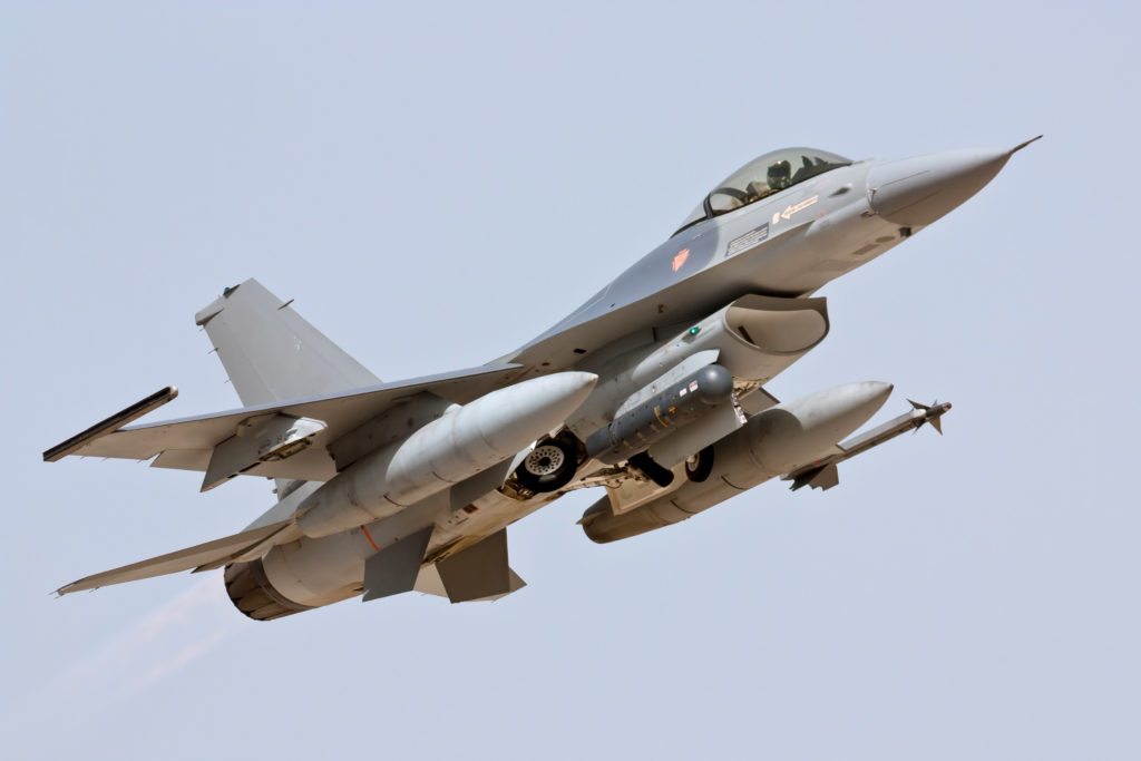 Lockheed Martin F-16 - Take Off