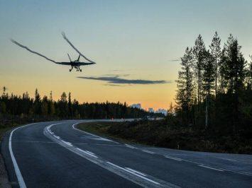 Hornet Finlandia latihan di jalan raya-4