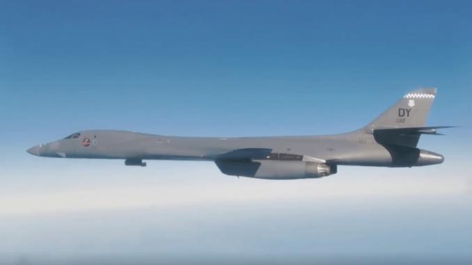 MiG-31 dan Su-35 intercepted B-1B