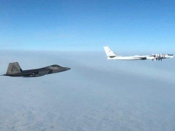 F-22 cegat Tu-95