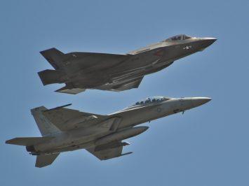F-35C dan FA-18E