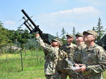 Pentagon akan mendirikan akademi pelatihan khusus melumpuhkan drone