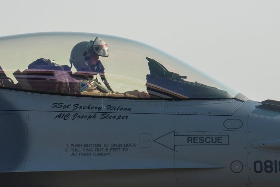F-16 usaf at al dhafra afb uea